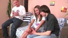 Русская целочка и её первый секс с двумя парнями