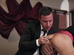 Ничто так не расслабляет, как анальный секс с секретаршей