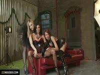 Три шикарные дамы готовятся к сексу